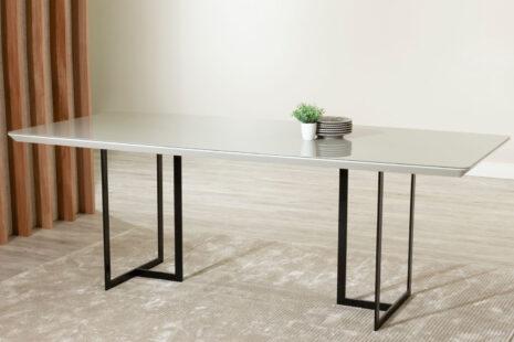 Mesa de Jantar Iron c/ Vidro 219 cm – Off-White